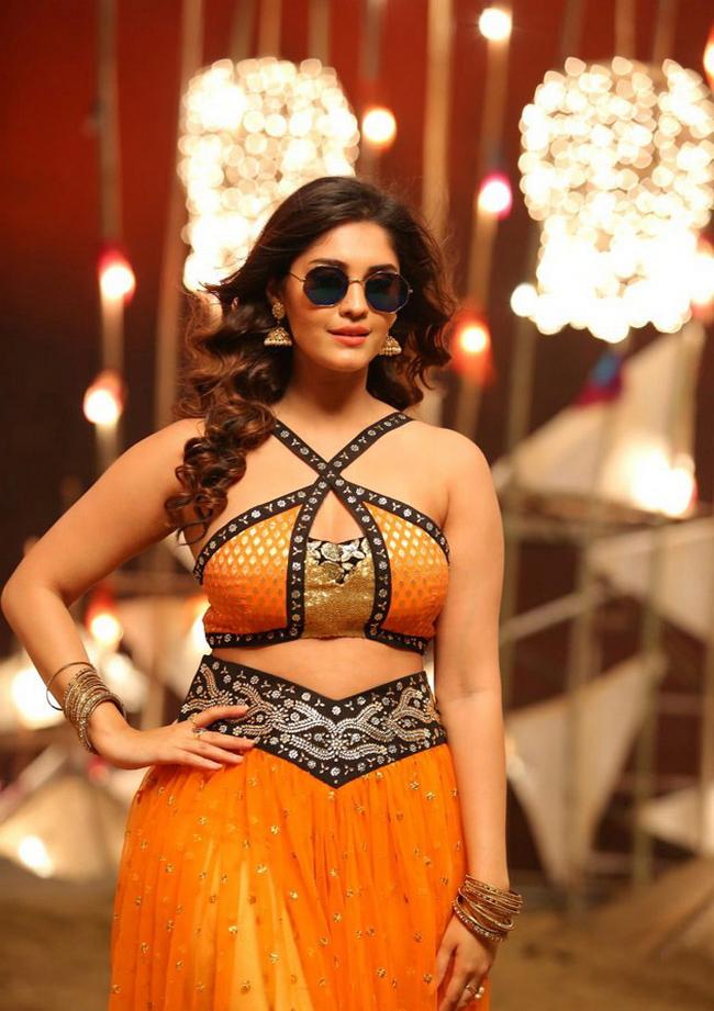 Actress Surabhi Stills 1513582304Actress_Surabhi_Stills025