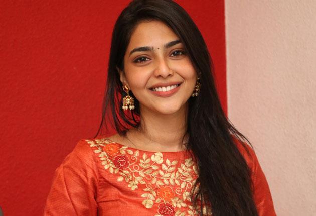 Actress Aishwarya Lakshmi Stills