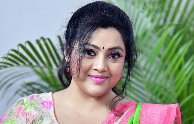 Actress Meena Stills