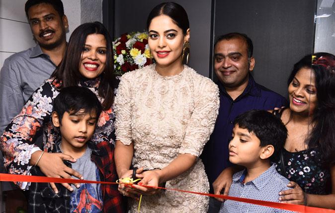 Bindu Madhavi in Salon Blow Inauguration Stills