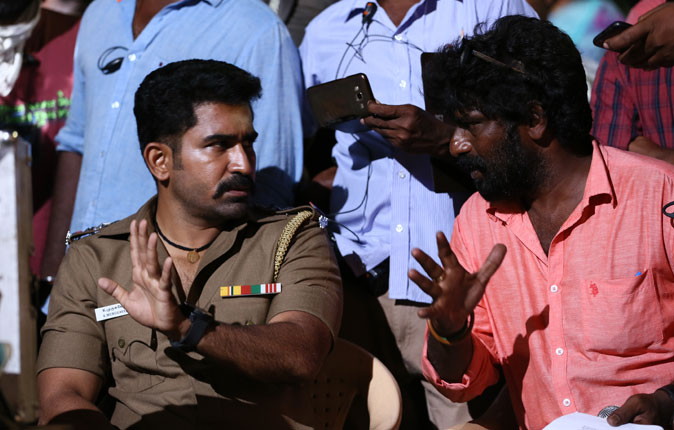 Thimiru Pudichavan Movie On Location Stills