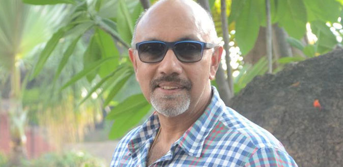 Sathyaraj in a haunted radio room!
