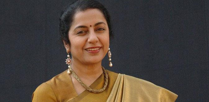 அரசியலுக்கு வர ரெடியாகும் நடிகை சுஹாசினி!