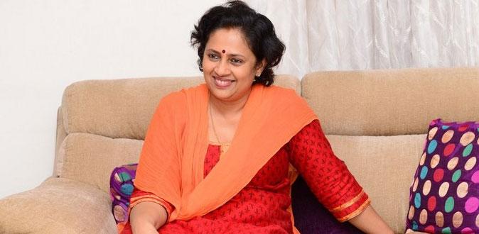நடிகை லட்சுமி ராமகிருஷ்ணன் வெளியிட்ட புகைப்படம்! - ஷாக்கான ரசிகர்கள்