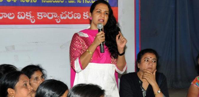 பகலில் அம்மா, இரவில் செக்ஸ் - கண்ணீர் விடும் அம்மா நடிகை!