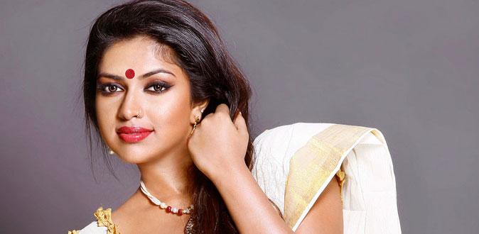 சொகுசு கார் விவகாரம் - நீதிமன்றத்தில் ஆஜரான நடிகை அமலா பால்