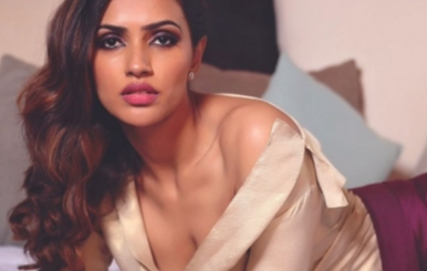 Actress Akshara Gowda Hot Stills