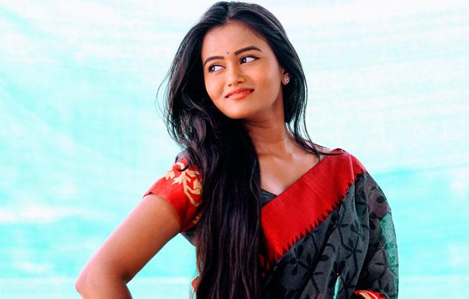 Actres Neethu Vasudevan Stills